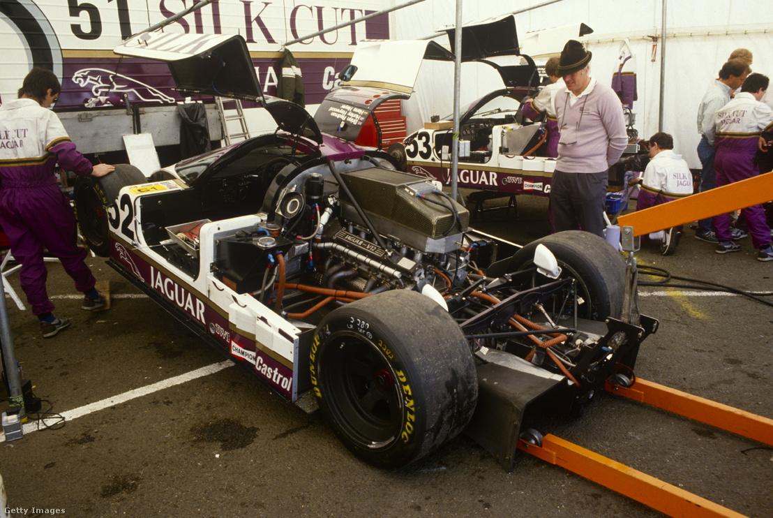 Heyer szemléli utolsó Le Mans-i autóját, egy Silk Cut Jaguart az 1986-os futam előtt