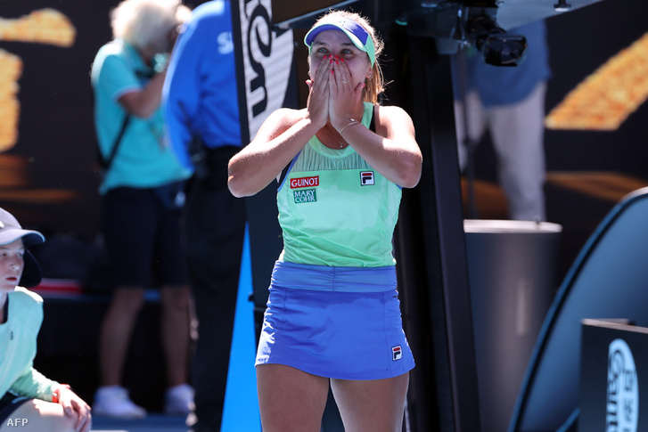 Sofia Kenin ünnepli győzelmét Ashleigh Bartyval szemben az AusOpenen 2020. január 30-án