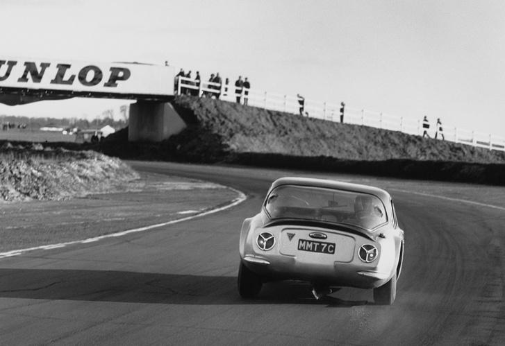 Váratlan irányból jött az érdeklődés - a Griffithek nyerni kezdtek a versenypályákon