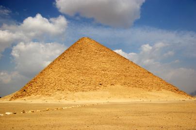 voros-piramis
