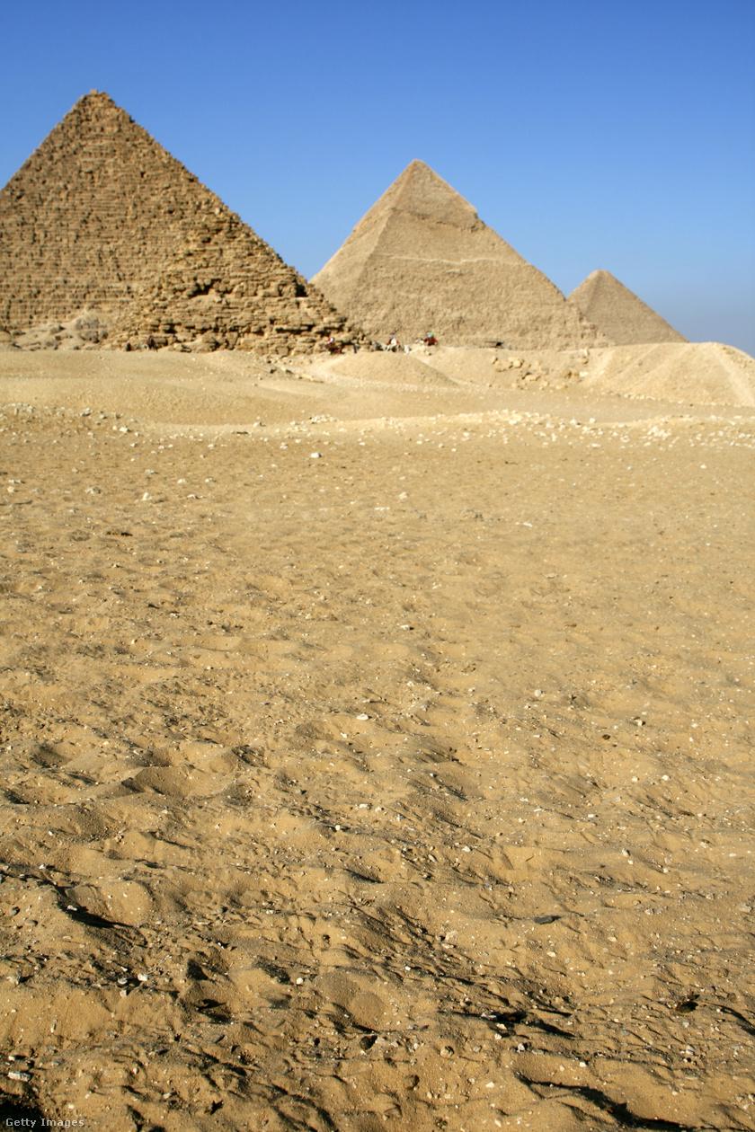 A legtöbb embernek a gízai piramisok ugranak be.
