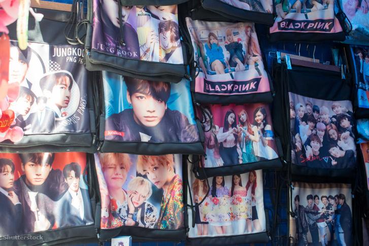 K-pop pólók egy Fülöp-szigeteki utcai árus standjánál