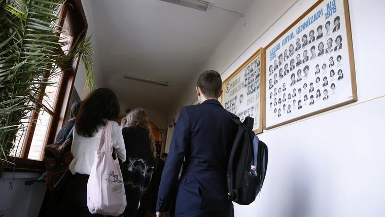 Az oktatási reform eredménye: a cigány kamaszfiúkat kilökték a közoktatásból