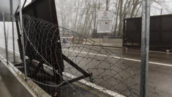 Egy év börtönre ítélték a röszkei határzáron átmászó migránsokat