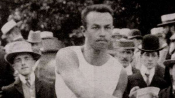 Az atlétika magyar forradalmárának az amerikai himnuszt játszották le