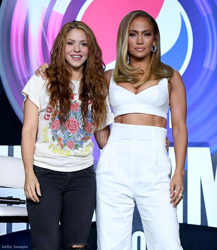 Már csak néhány nap van a Super Bowlig, aminek félidejében most kivételesen nem egy, hanem két sztár fog fellépni: Shakira és Jennifer Lopez