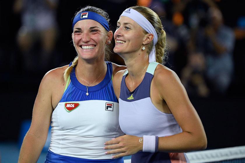 Babos Tímea és Kristina Mladenovic fáradtan, de a győzelem boldog mosolyával az arcán.