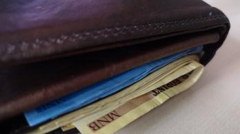 242 ezer forintra jött ki az átlagkereset
