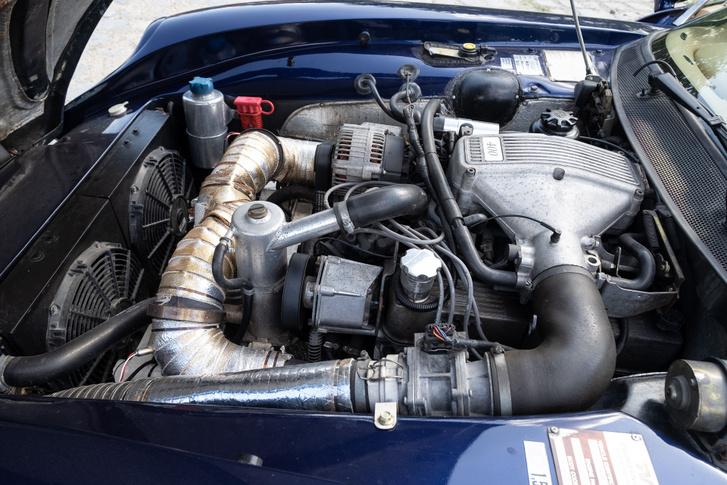 A Rover V8-as, amit nagyjából minden angol autóba beletettek, de talán a TVR-okban találta meg a legdicsőségesebb helyét