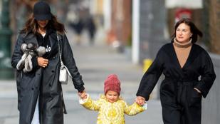Irina Shayk ismét stílusos szettben vitte sétálni kislányát