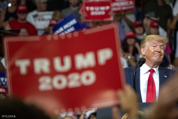 Donald Trump amerikai elnök a floridai Orlandóban tartott választási nagygyűlésén 2019. június 18-án.