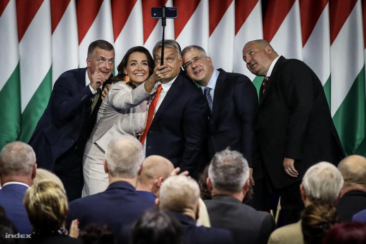 Kubatov Gábor, Novák Katalin, Orbán Viktor, Kósa Lajos és Németh Szilárd a Fidesz 28. kongresszusán