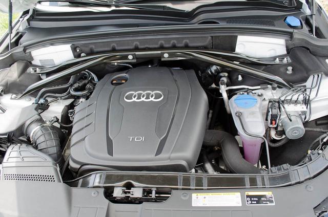 Még a 313 lovas V6 TDI is szellős motorházban lakik