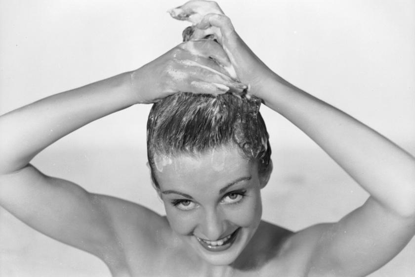 Régen bikavérrel mostak hajat, és nem az egrivel: fura hajápolási szokások a történelemből