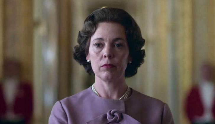 Olivia Colman II. Erzsébet szerepében a The Crown című sorozatban