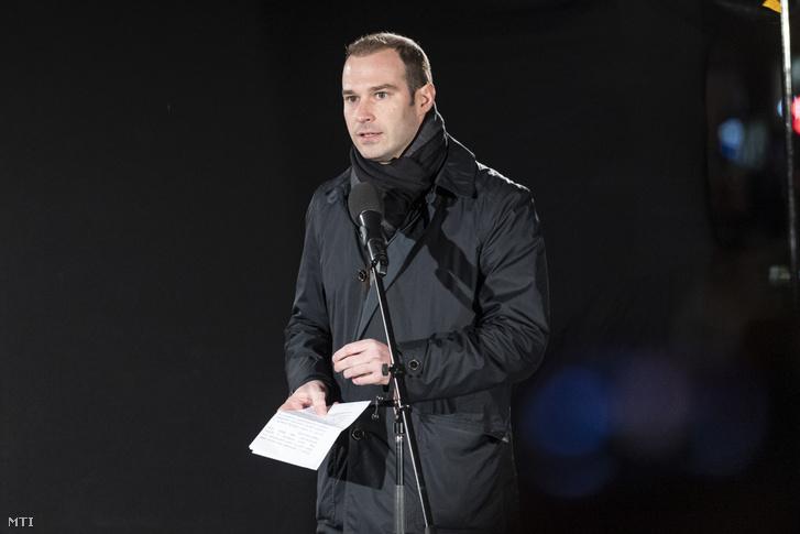 István Hollik, communications director of Fidesz, speaking at the demonstration against Niedermüller's remarks on 30 January 2020.