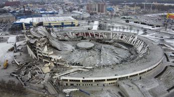 Összedőlt egy stadion Szentpéterváron, maga alá temetett egy embert