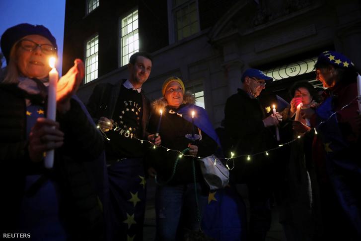 Akik az Európai Unióban maradtak volna gyertyát gyújtottak az este folyamán