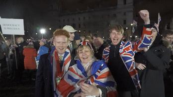 Ez életem legboldogabb pillanata - kibulizták magukat a britek az EU-ból