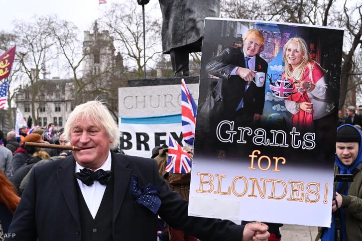 És voltak olyanok, akik a támogatásukról biztosították Boris Johnsont