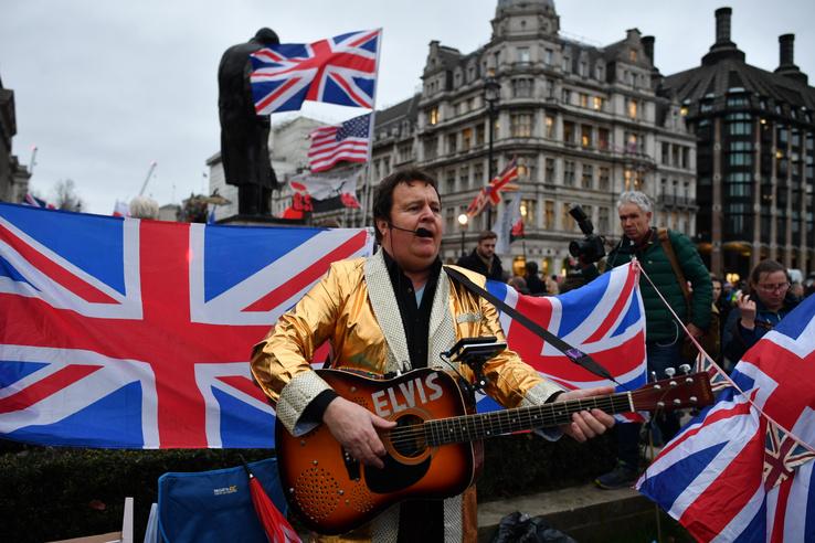 Volt aki Elvisnek öltözve ünnepelte az Egyesült Királyság kiválását az Európai Unióból