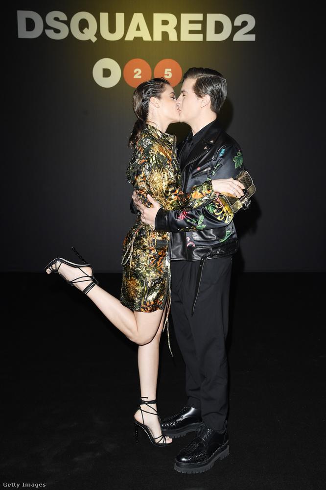 Ez a csókfotó pedig a múlt hónapban a milánói férfidivathéten készült, ebből a sorozatból több kép is van, itt tekintheti meg őket!