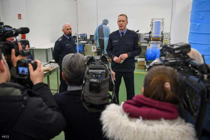 Orosz Zoltán alezredes a Büntetés-végrehajtás Országos Parancsnokságának szóvivője nyilatkozik a sajtó képviselőinek