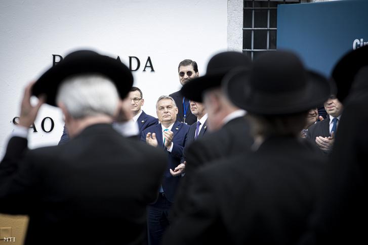 Orbán Viktor miniszterelnök (szemben b2) a Kohézió Barátai csoport kormányfői szintű ülésén