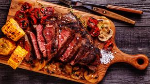 A tökéletes ribeye steak borsos-mustáros gombasalátával – így készítheted el a legegyszerűbben!