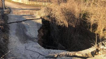 Leomlott egy 130 éves híd Piliscsabán