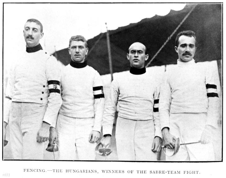 Az olimpiai bajnok férfi kardcsapat tagjainak csapatképe: Werkner Lajos, Gerde Oszkár, Fuchs Jenő, és Tóth Péter (b-j) vívók a IV. Nyári Olimpiai Játékokon.