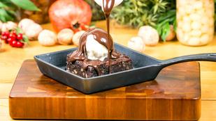 Ez a csokidarabos brownie vegán, ráadásul percek alatt, sütés nélkül összedobhatod