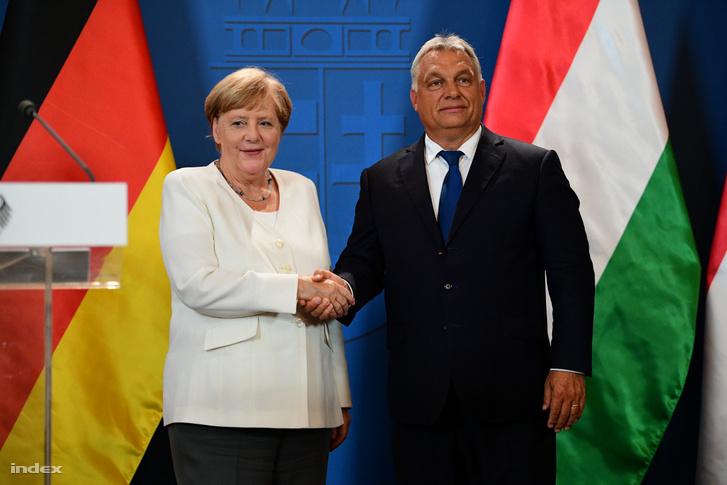 Angela Merkel és Orbán Viktor sajtótájékoztatója a Páneurópai Piknik 30. évfordulója alkalmából tartott ökumenikus istentisztelet után a soproni városházán 2019. augusztus 19-én