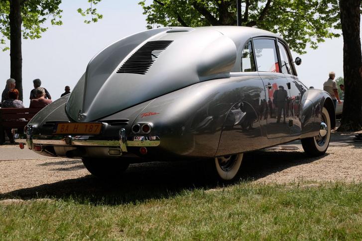 Akkor ez itt már egy százmilliós autó? Tatra T87