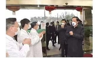 Orvosok helyett politikusok kapták a szuper maszkokat Vuhanban