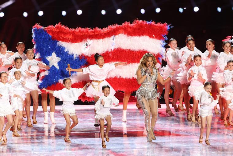 Amíg az eseményt Demi Lovato nyitotta meg az amerikai himnusszal, úgy a valódi bulit a két örökfiatal énekesnő rendezte.