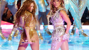 Shakira és JLo kirobbanó formában, szuperdögösen léptek fel a Super Bowl szünetében