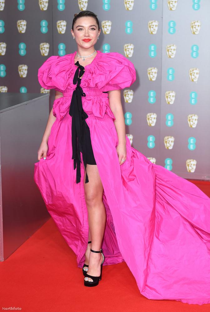 Florence Pugh a múltkor melltartó nélkül érkezett a vörös szőnyegre, most pedig saját maga ellenpéldájának öltözött