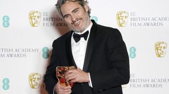 Joaquin Phoenix rasszizmusról, Brad Pitt szinglikről és válóügyvédekről beszélt a BAFTA-gálán