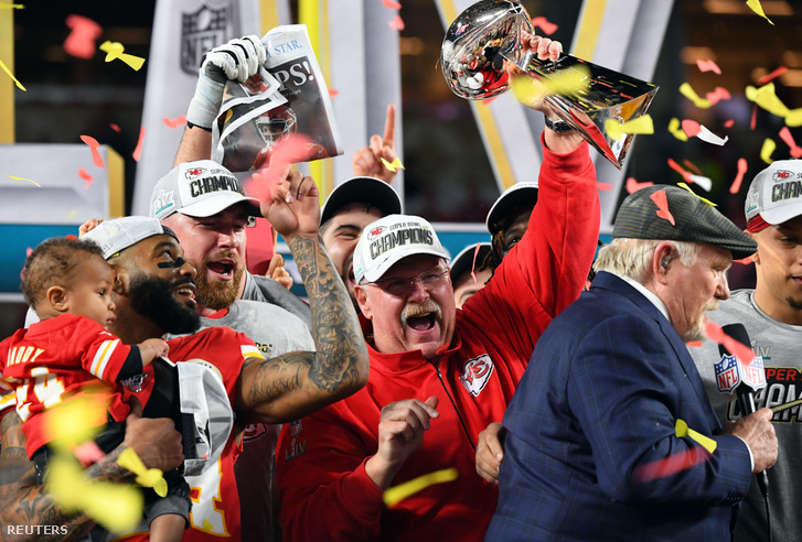 A Super Bowl-győztes Andy Reid ünnepel
