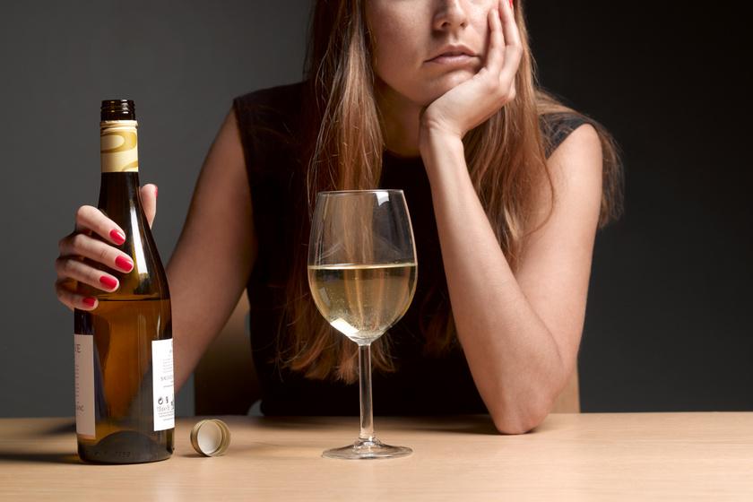 Egyre többet isznak a nők egy új kutatás szerint: mik az alkoholizmus legfőbb jelei?
