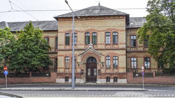 Átlátszó: A Szent Margit Kórház Volvót és BMW-ket bérelt az egyik igazgatónak, korábban festékre se volt pénz