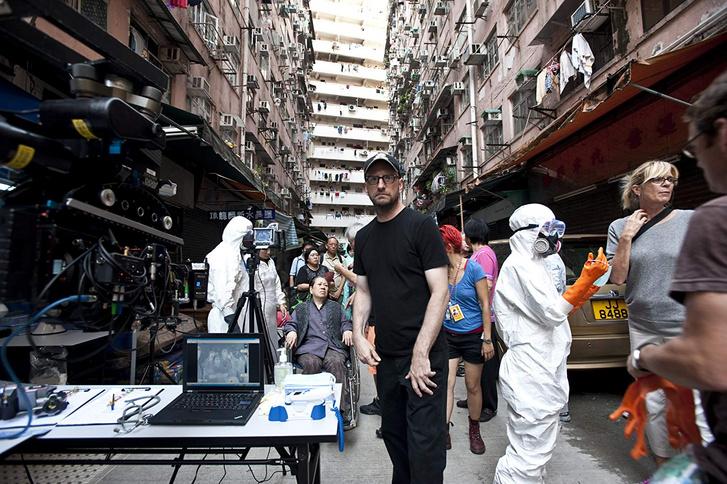 Steven Soderbergh a Fertőzés c. film forgatásán