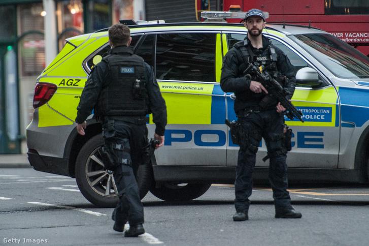 Rendőrök a londoni Streatham környékén, a 2020. február 2-i késes támadás után.