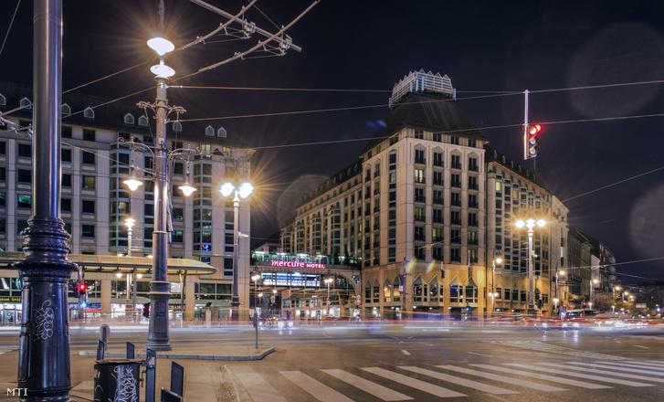 A Hotel Mercure Budapest Korona szálloda épületei a főváros V. kerületében