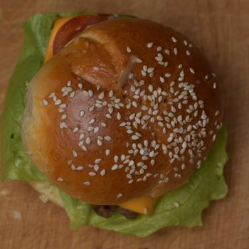Így készül a legfinomabb, foszlós, enyhén édes hamburgerbuci