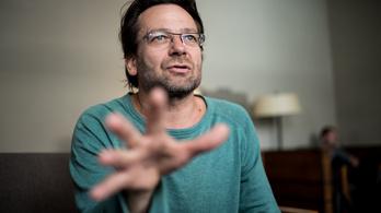 Lovasi András: A pénz miatt hallgatnak a kormányt a hátuk közepére sem kívánó művészek