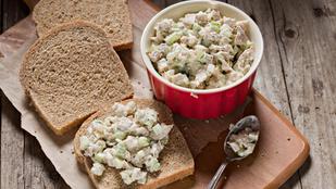 Csirke új ruhában: zelleres-barackos salátaként is tálalhatod