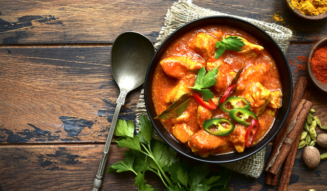 Csípős csirkecasserole vörös pestóval, fetával és olívabogyóval