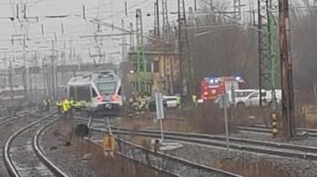 Kisiklott egy vonat Rákosrendezőnél, egyórás késések is lehetnek